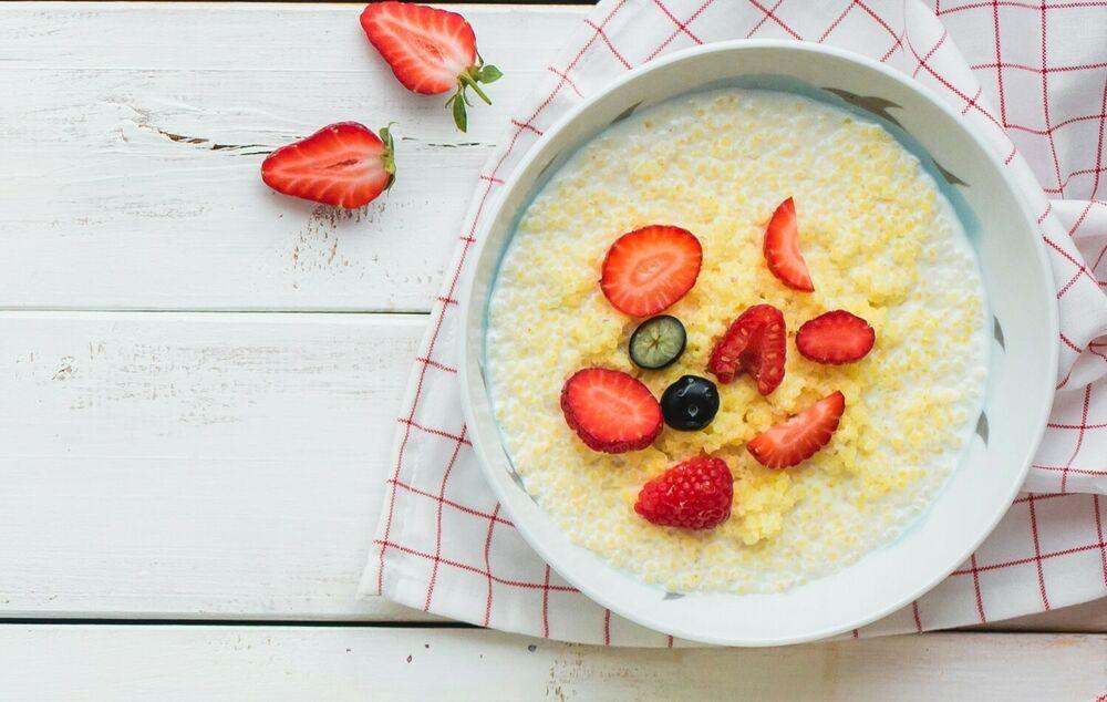 Millet porridge with berries