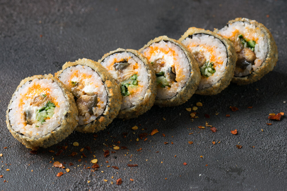 Roll with eel in tempura