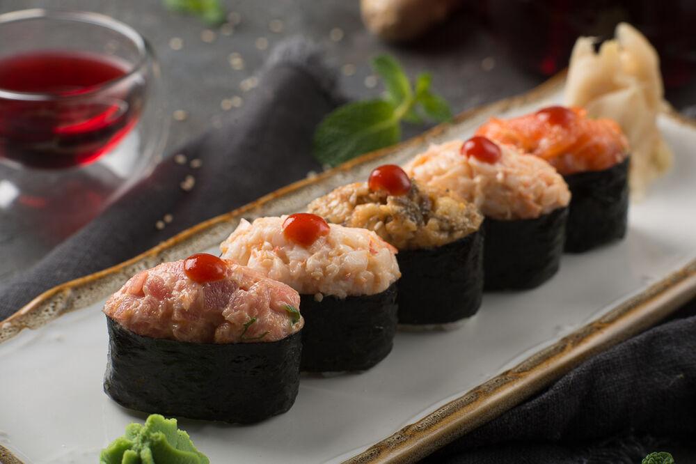 Spicy sushi set