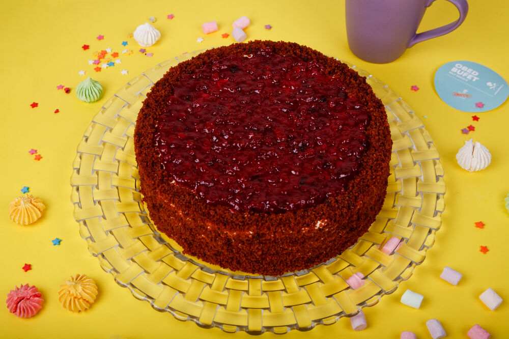Honey and cowberry cake