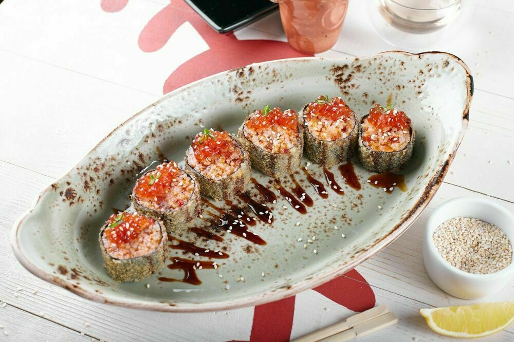 Tempura roll with smoked salmon and red caviar