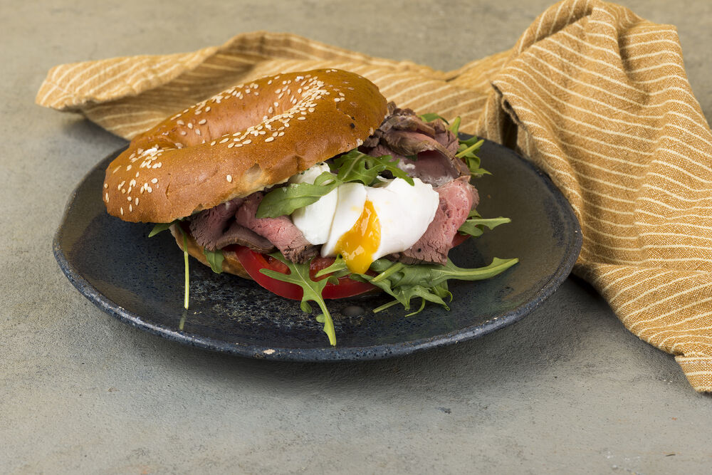 Bagel with veal
