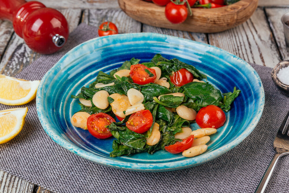 Spiced spinach with white beans