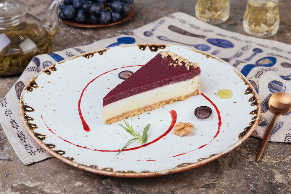 Cheesecake with grape pudding