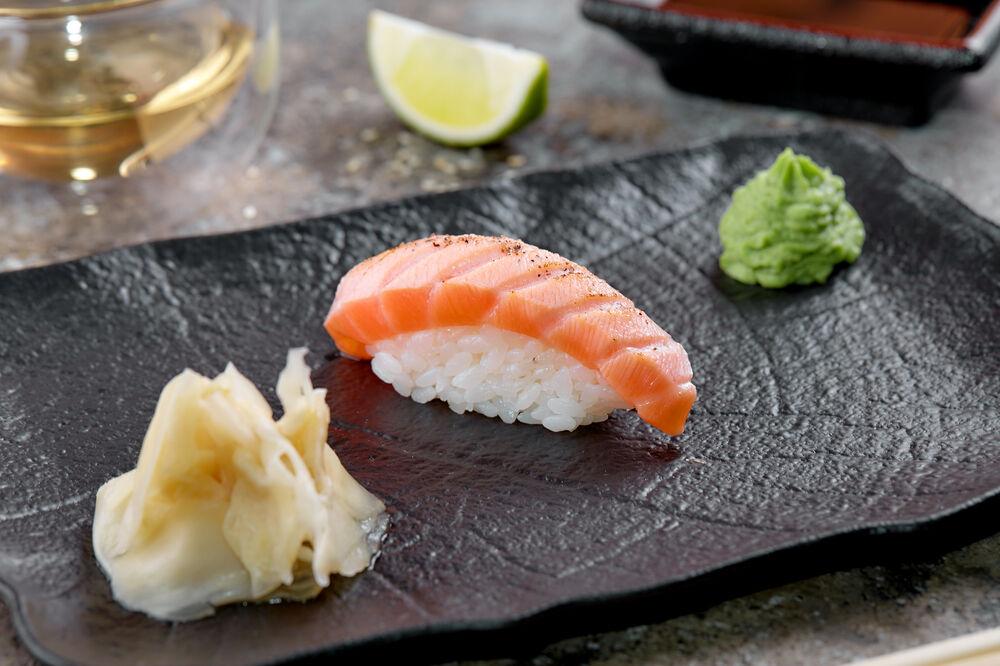 Sushi Salmon Tataki