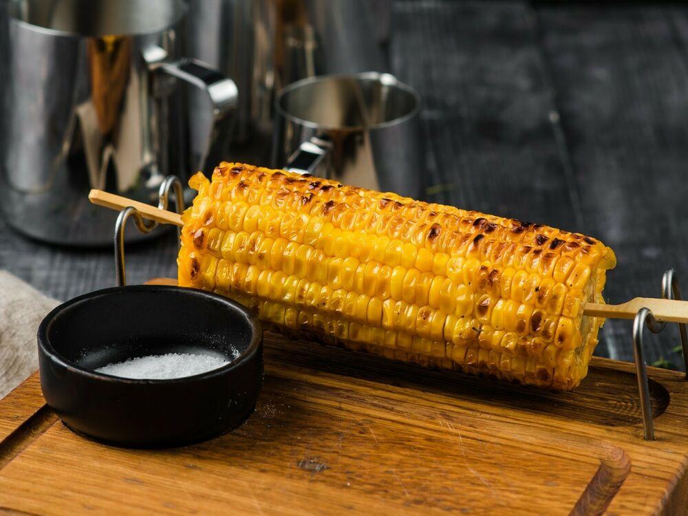 Grilled corn cob