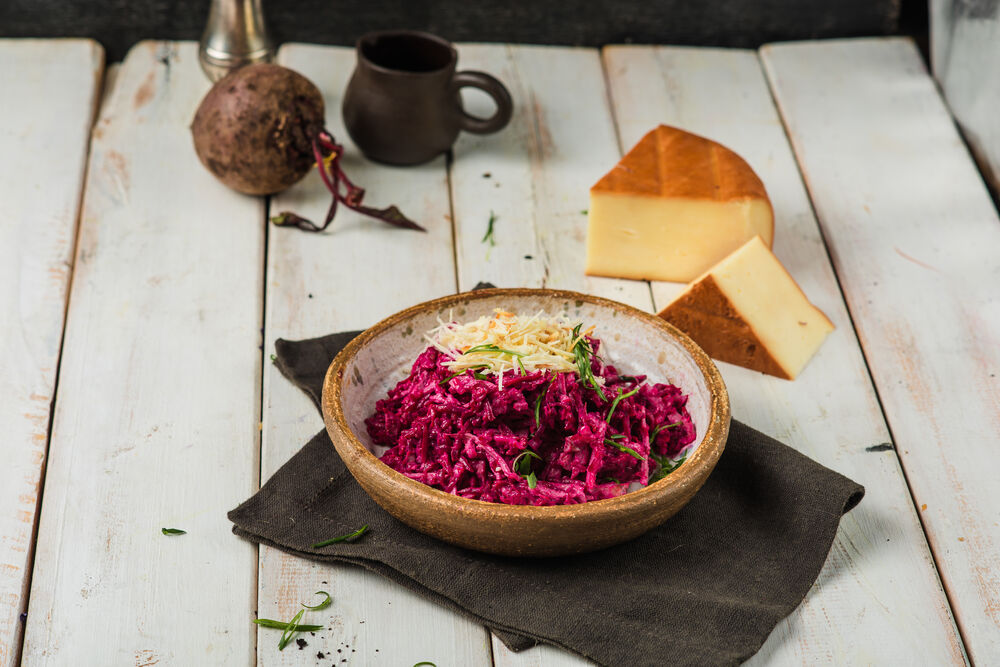Salad with beetroot, veal and smoked cheese