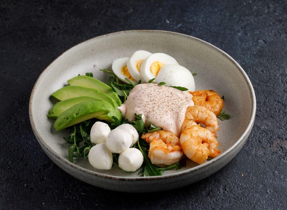 Mozzarella and shrimp salad