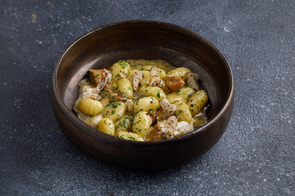 Gnocchi with strachatella and porcini mushrooms