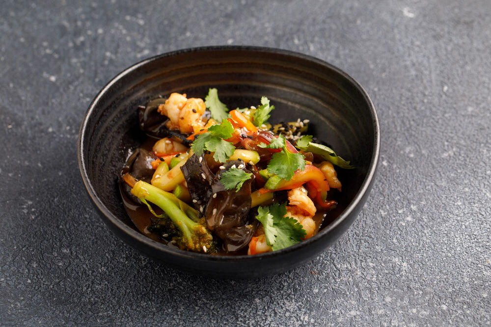 Wok with shrimp and vegetables
