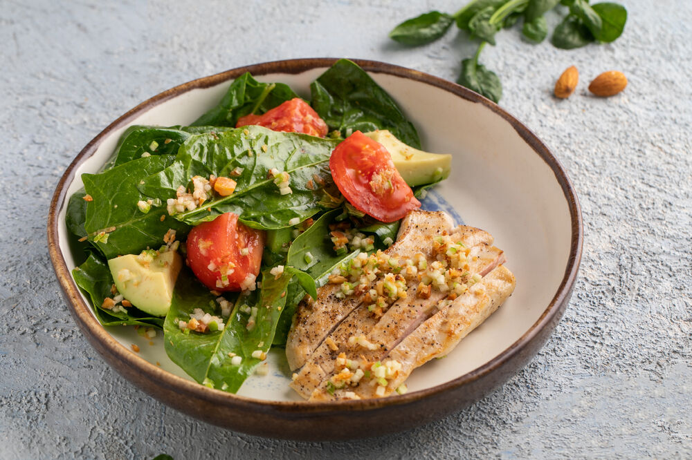 Salad with chiken and spinach