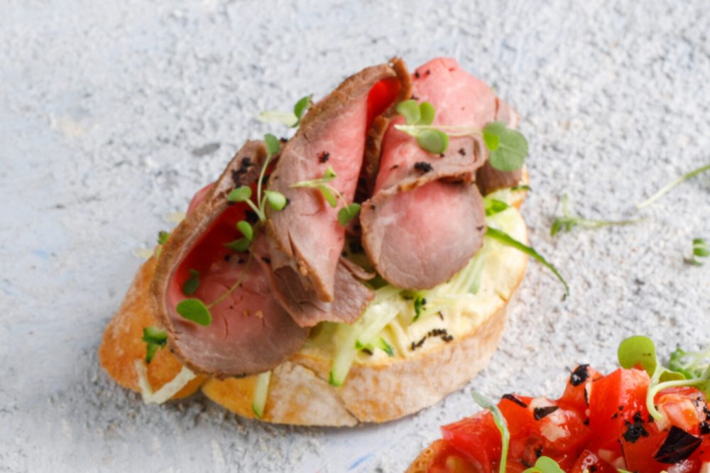 Bruschetta with roast beef