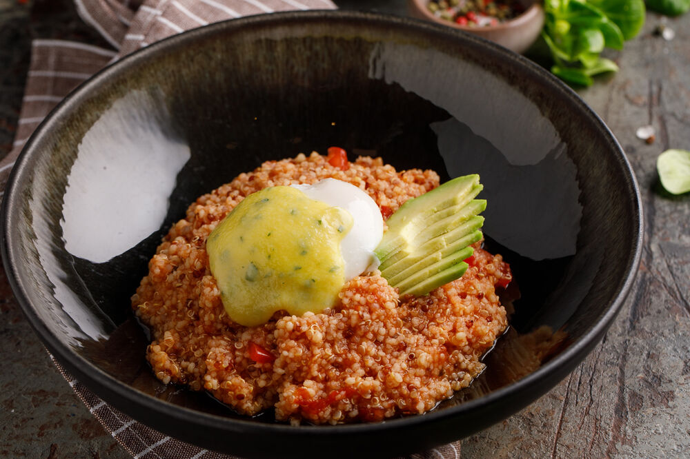 Quinoa with poached egg  and hollandaise sauce