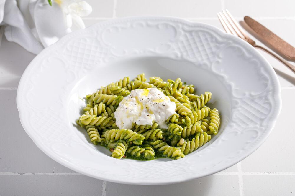 Linguine  with pesto  and stracciatella