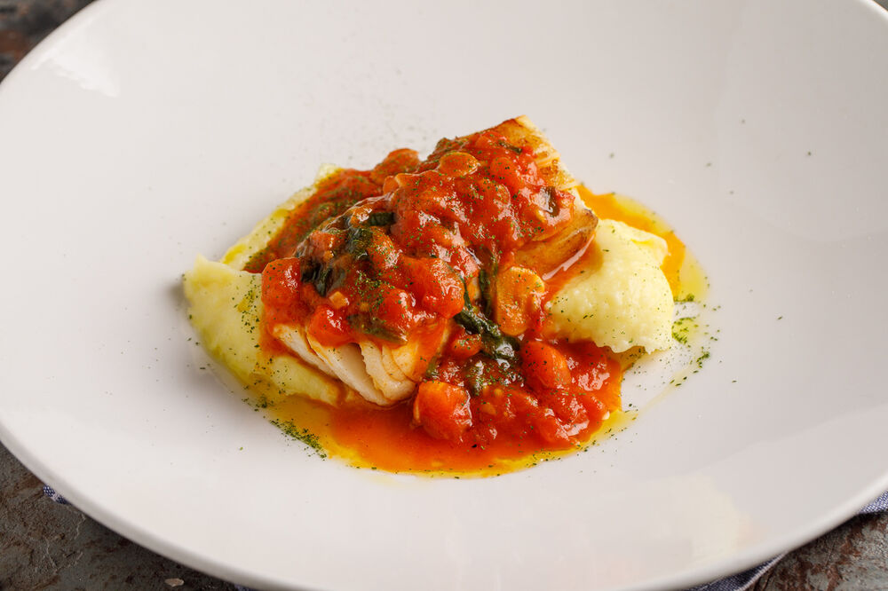 Cod with mashed potatoes  and Napoli sauce