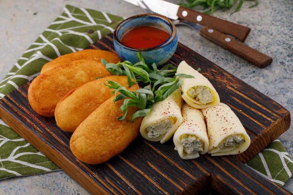 Golden mchadi with Suluguni cheese