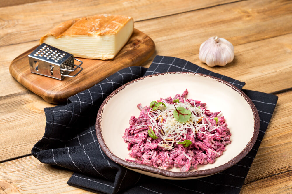 Salad with veal,  smoked Suluguni cheese and beetroot 500 g