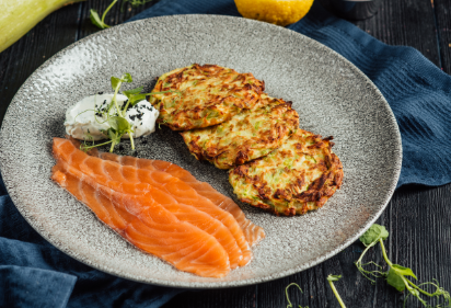Zucchini fritters with a lightly salted salmon
