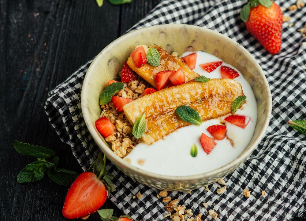 Granola with banana, strawberry and a yogurt