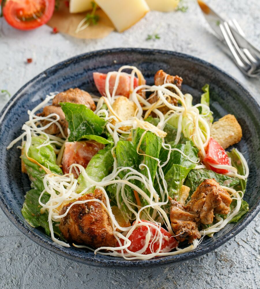 Warm salad with chicken and cheese