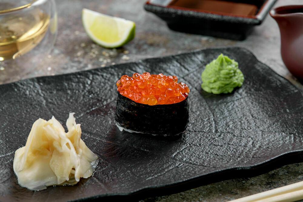 Sushi red caviar