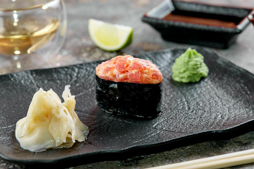 Spicy sushi tuna