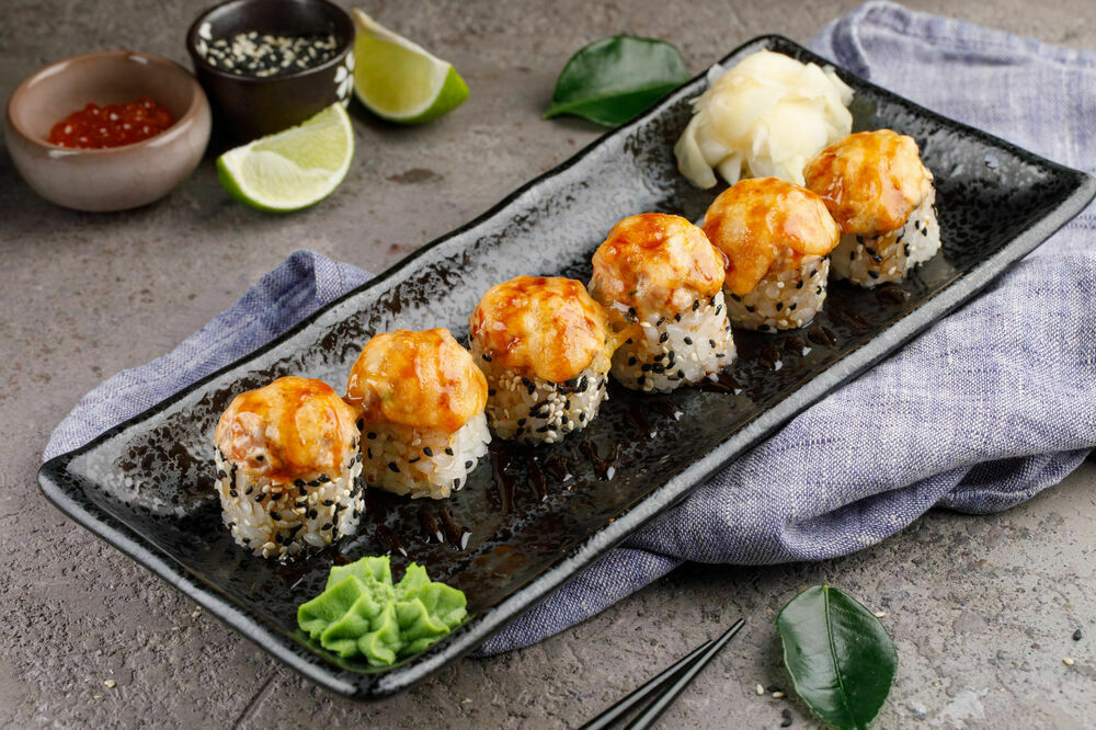 Baked roll with scallop