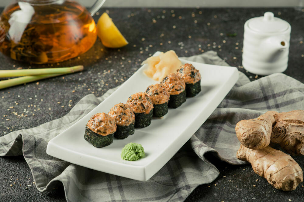 Spicy rolls with eel