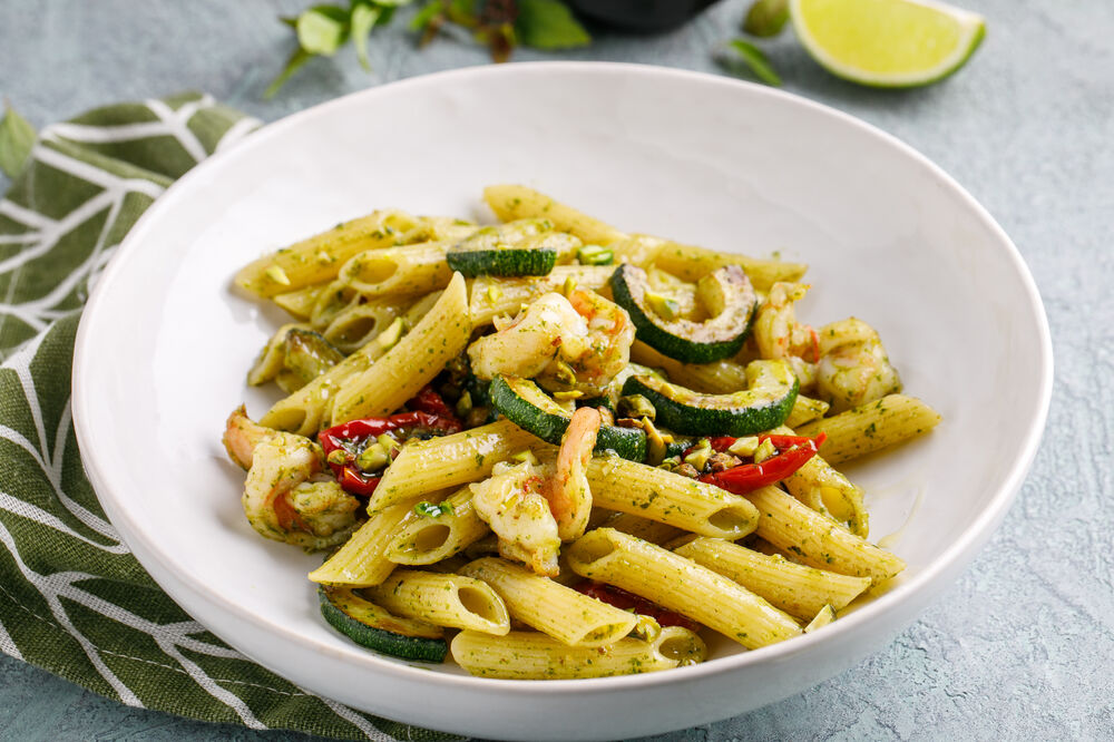 Penne with shrimps and pistachio