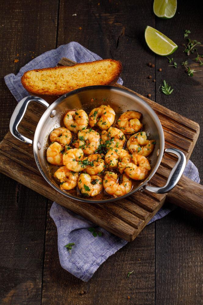 Shrimps in a frying pan in Georgian style