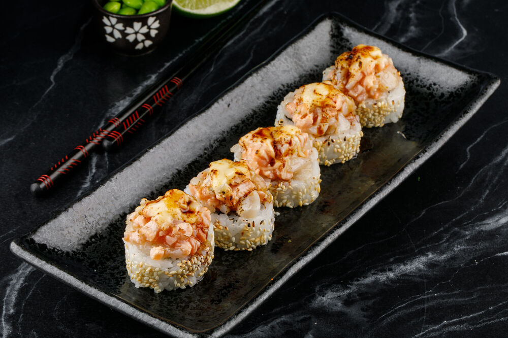 Roll with seared scallop and BBQ sauce