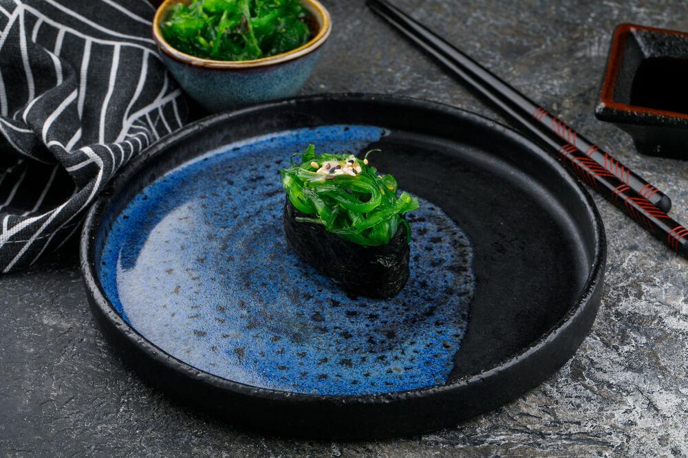 Chuka sushi with nut sauce and sesame seeds