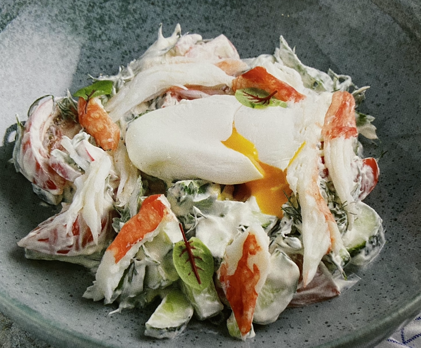 Vegetable salad with poached egg and crab