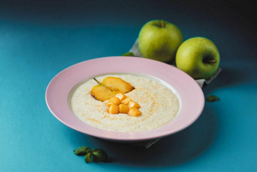 Oatmeal porridge with coconut milk