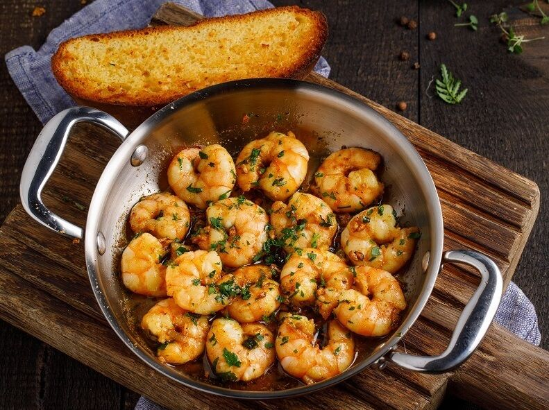 Fried shrimps with garlic and Georgian spices