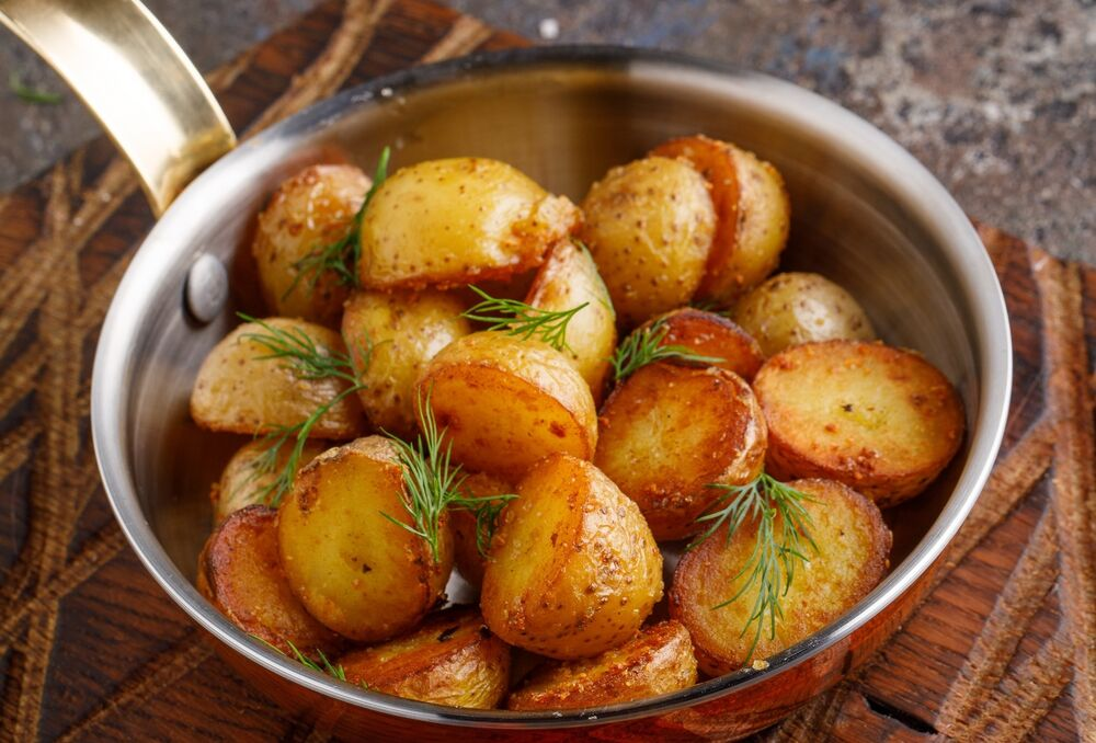 Fried mini potatoes with garlic and herbs