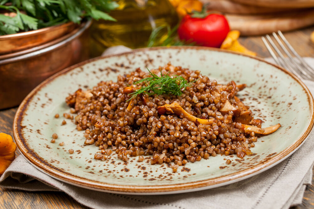 Buckwheat porridge with chanterelles