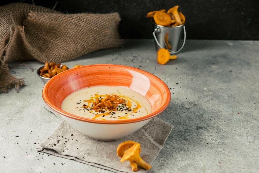 Cream-soup with chanterelles