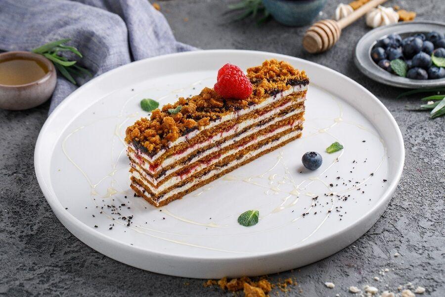 Berry honey cake