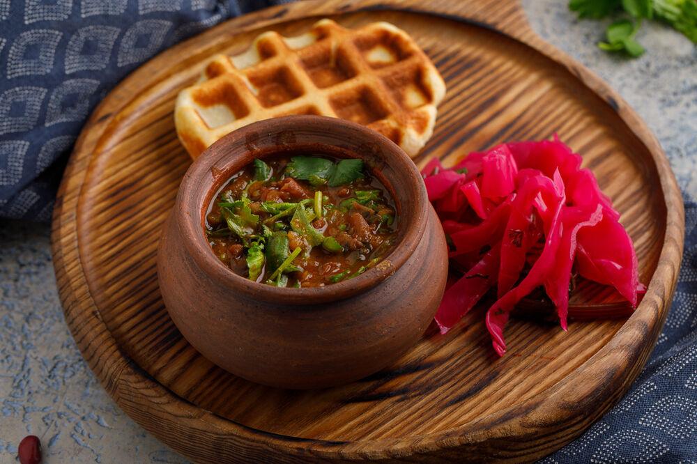 Kakhetian lobio with mchadi waffles