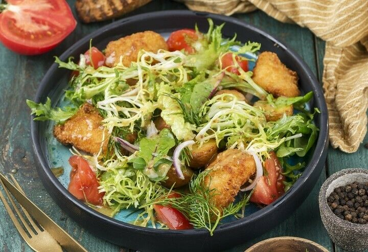 Salad with baked potatoes and fried cod