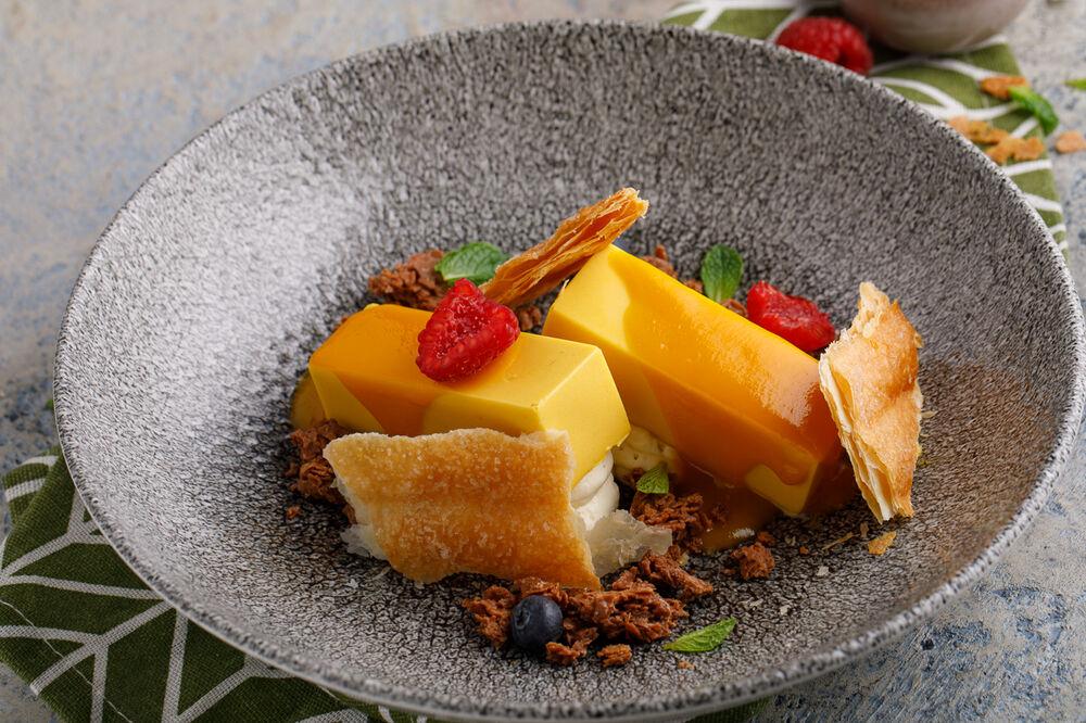 Delicate mango mousse