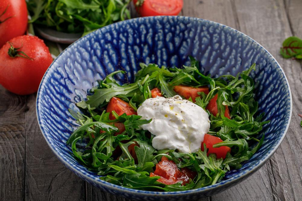 Salad with strachatella, arugula and tomatoes