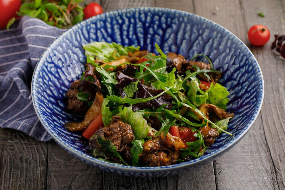 Warm salad with chicken liver