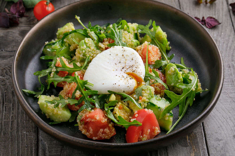 Salad with quinoa and poached egg