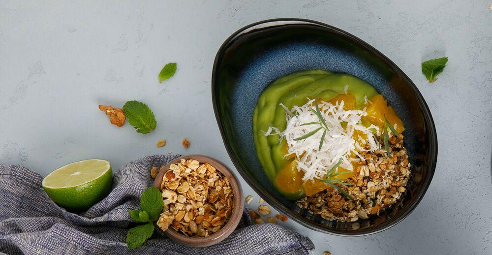 Granola with avokado mousse on coconut cream