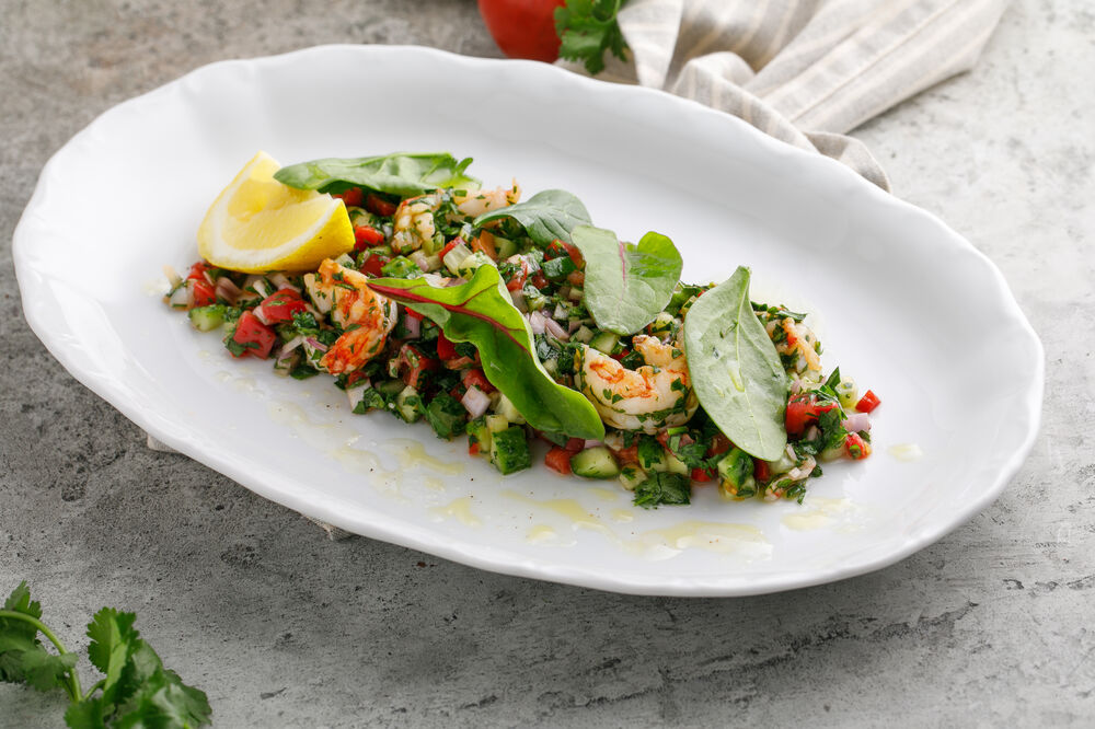 Salad with langoustines and fresh vegetables