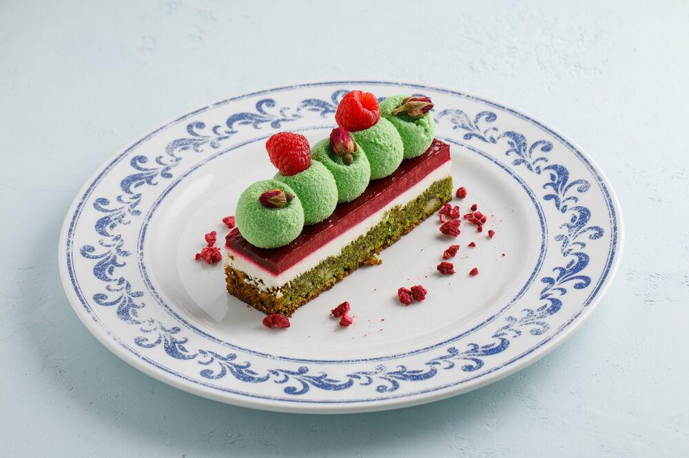 Pistachio-raspberry dessert