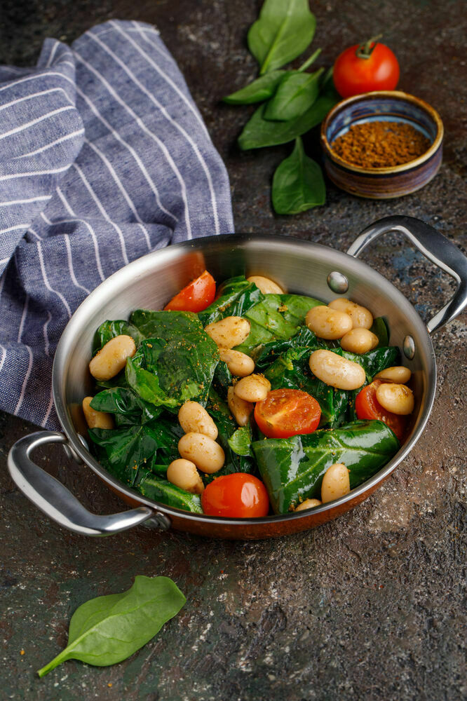 Parboiled spinach with white beans