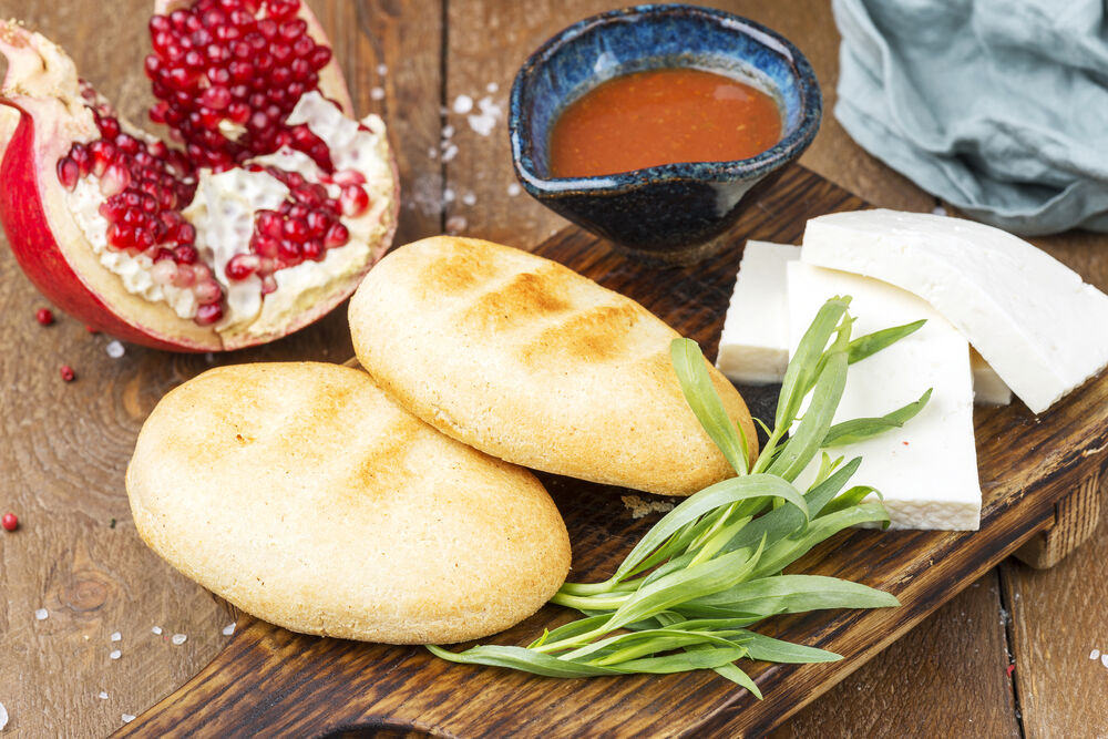 Mchadi with Imeretian cheese